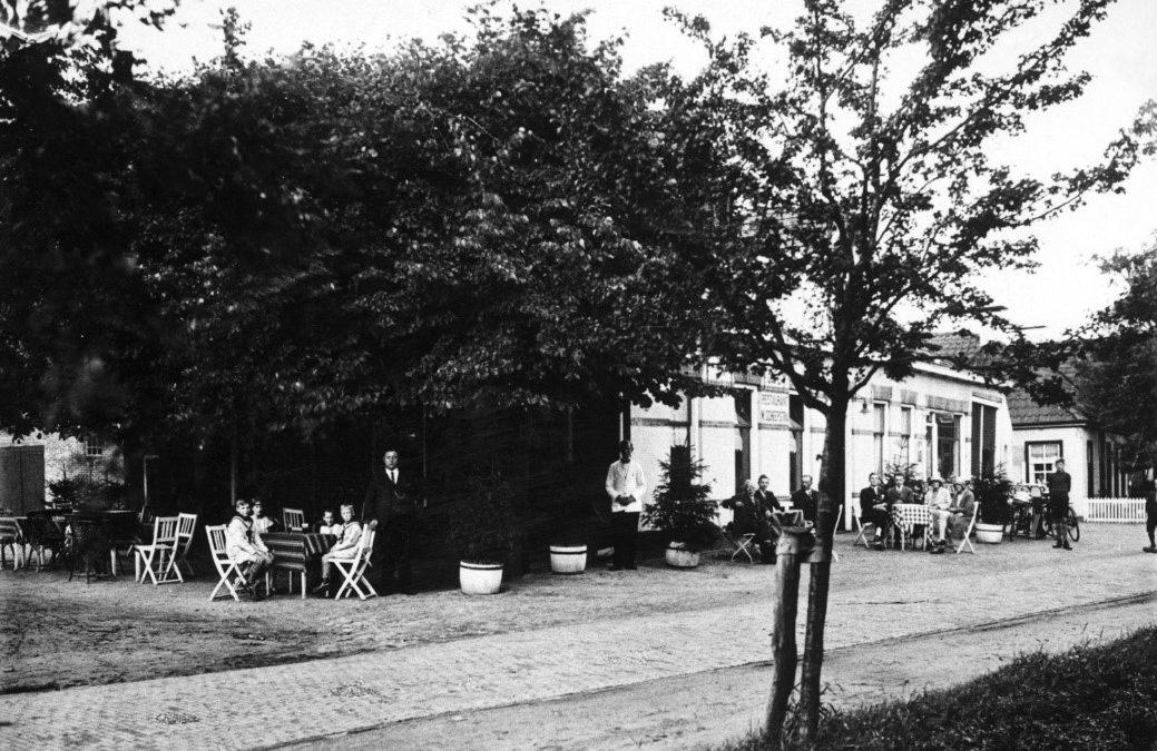 Uit het Roner archief: Café Willem Scheepstrra